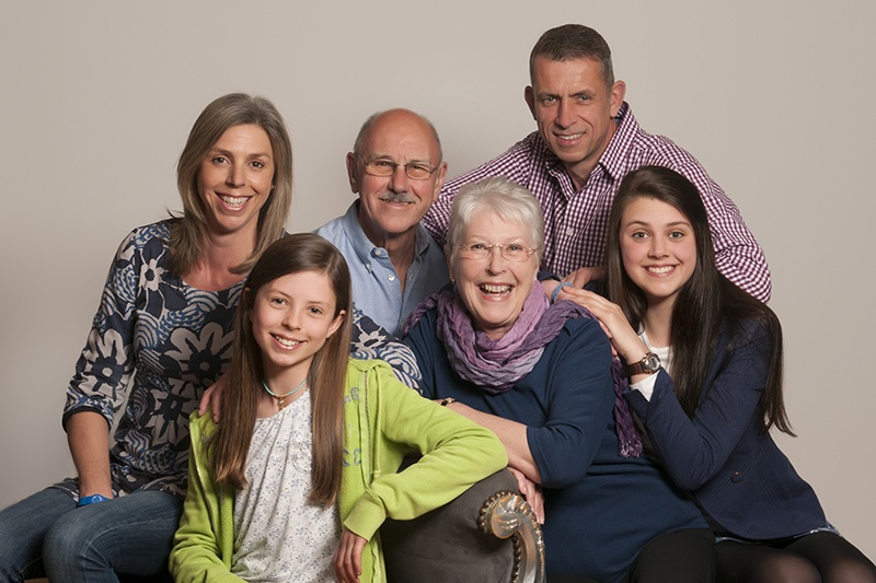 Family with grandparents portrait taken by barret & Coe franchisee