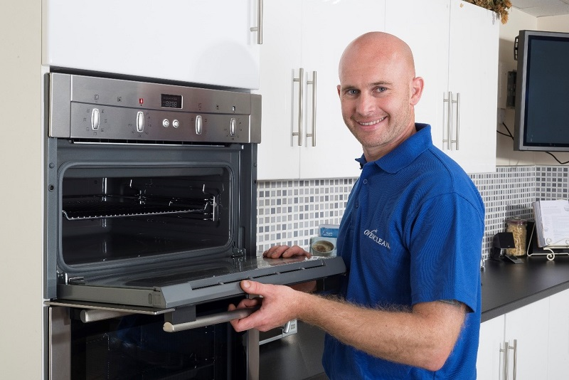 ovenclean franchisee removing oven grill