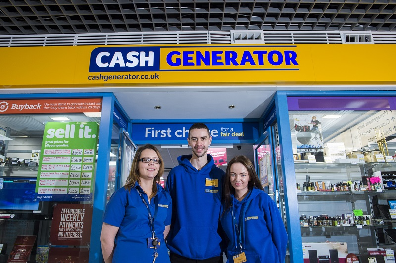 Cash Generator franchisee and staff outside their store