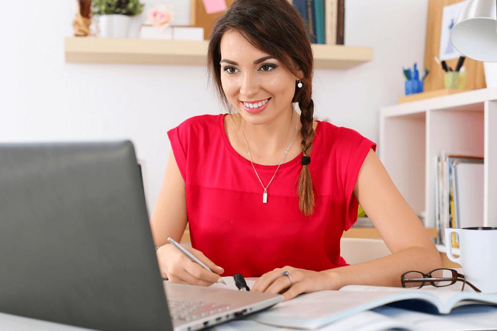 woman doing online elite training course