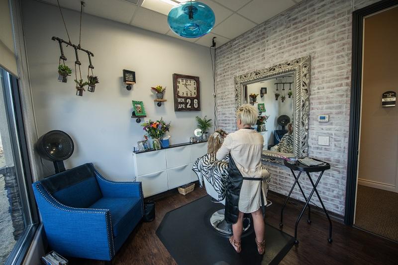 hairdresser in a Phenix Salon Suite
