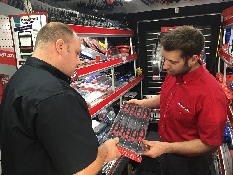 snap-on franchisee with customer