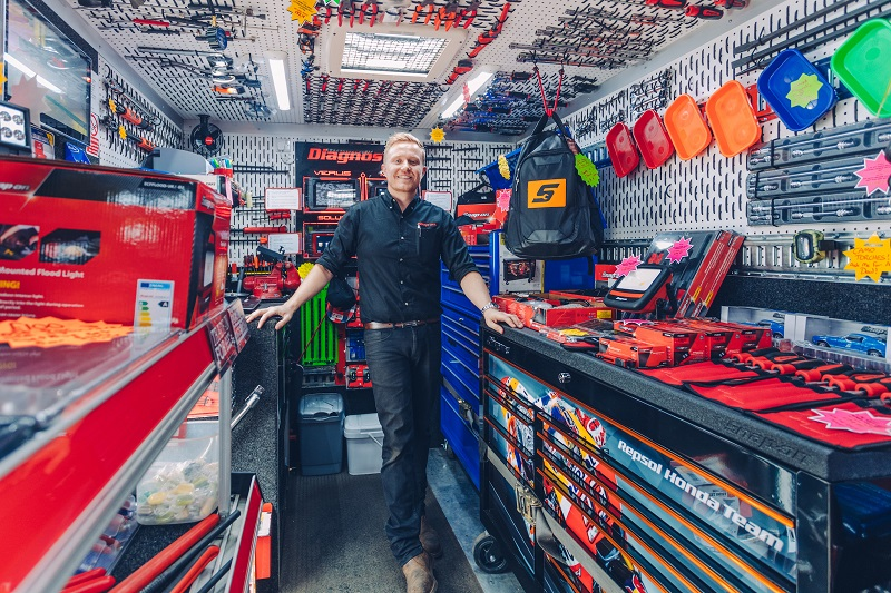 snap-on franchisee in his mobile showroom