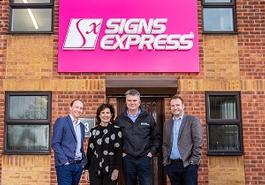 largeSigns-Express-Couple-Leicester.jpg